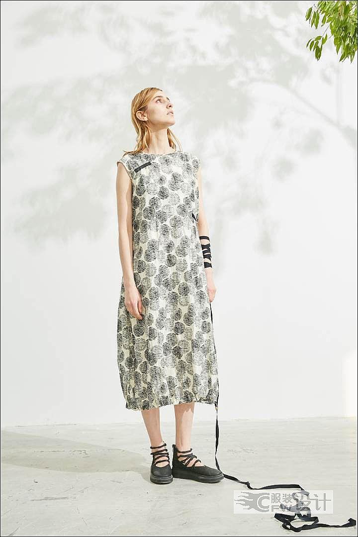 印花无袖灯笼型连衣裙作品-印花无袖灯笼型连衣裙款式图