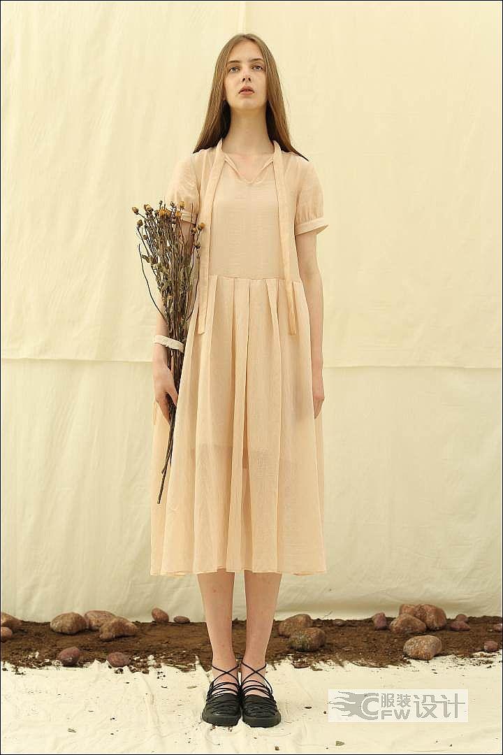 天丝薄纱香槟粉连衣裙作品-天丝薄纱香槟粉连衣裙款式图