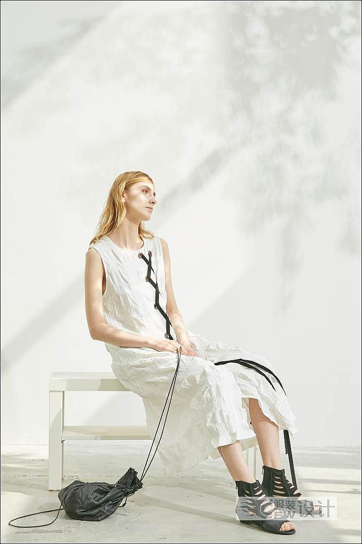 盐缩立体褶皱串带连衣裙作品-盐缩立体褶皱串带连衣裙款式图