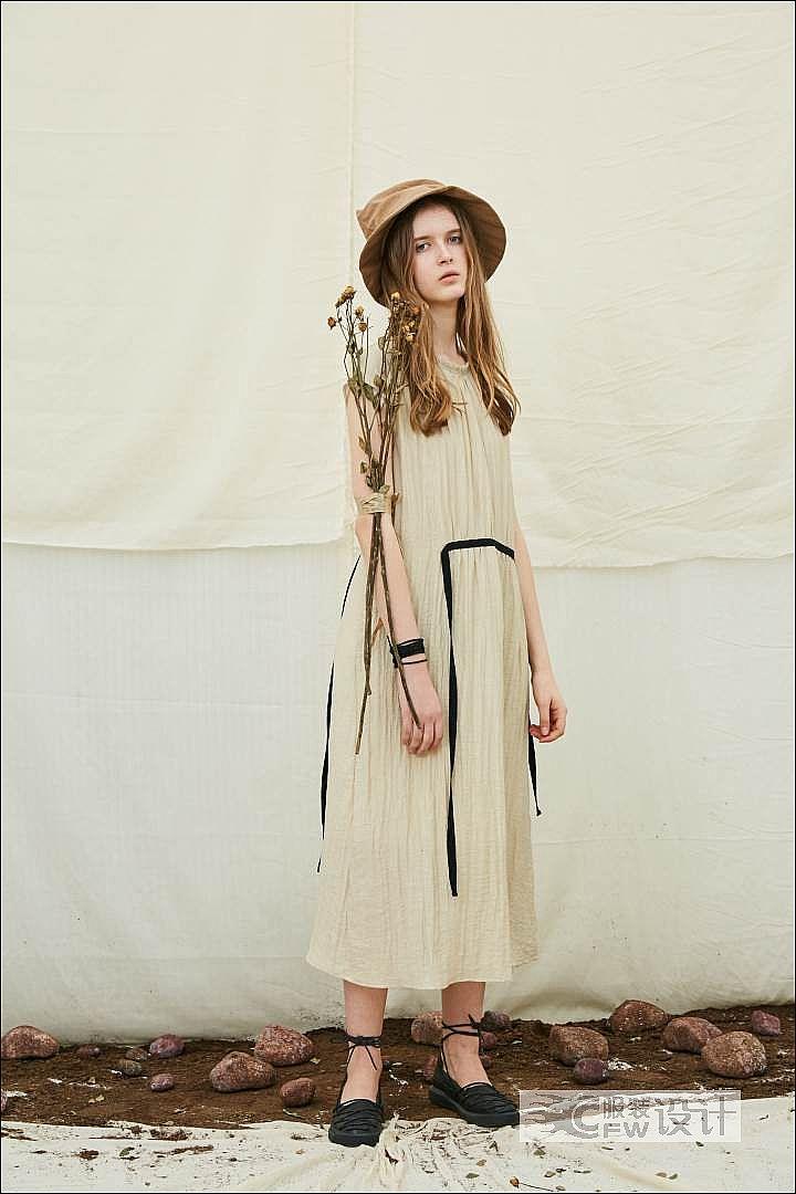 褶皱撞色收腰连衣裙作品-褶皱撞色收腰连衣裙款式图