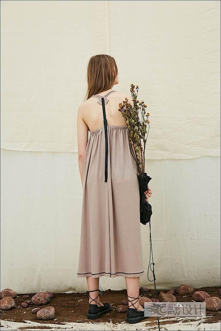 藕粉色露背沙滩裙作品-藕粉色露背沙滩裙款式图