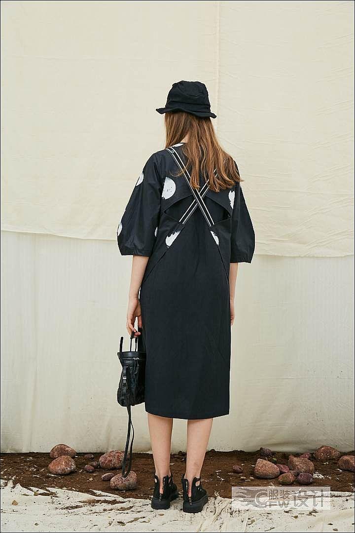 拼接解构背带波点连衣裙作品-拼接解构背带波点连衣裙款式图