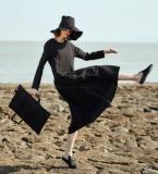 暗条纹棉麻复古小黑裙