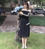 露肩黑色礼服裙