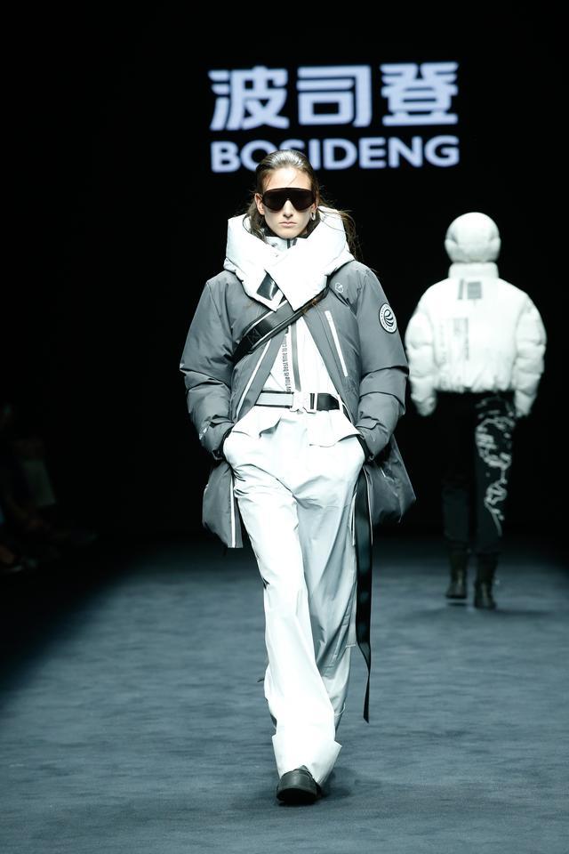 专注羽绒服43年,米兰时装周最强阵容齐聚波司登秀场