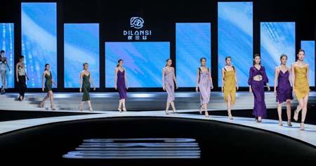 DILANS I 狄兰丝2021S/S发布秀精彩上演
