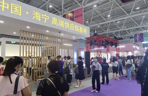 时尚海宁 潮涌深圳 海宁皮革城组团亮相CHIC大湾区展