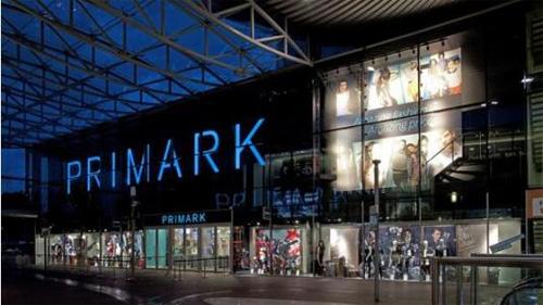 时装品牌Primark重营业 不设电商年轻人寒夜排队6小时