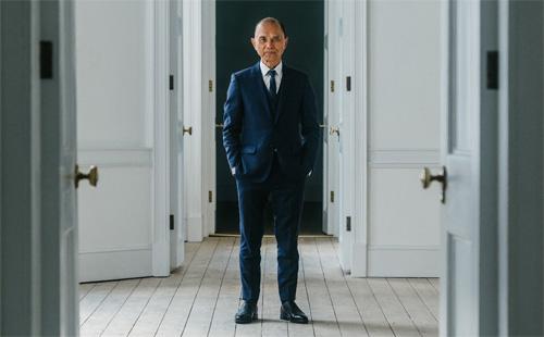 华裔设计师周仰杰Jimmy Choo将在伦敦开设高级时装学院