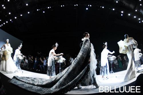 BBLLUUEE东方美,凝聚万千诗艺 BBLLUUEE粉蓝时尚艺术跨界秀,传递东方美学(图15)