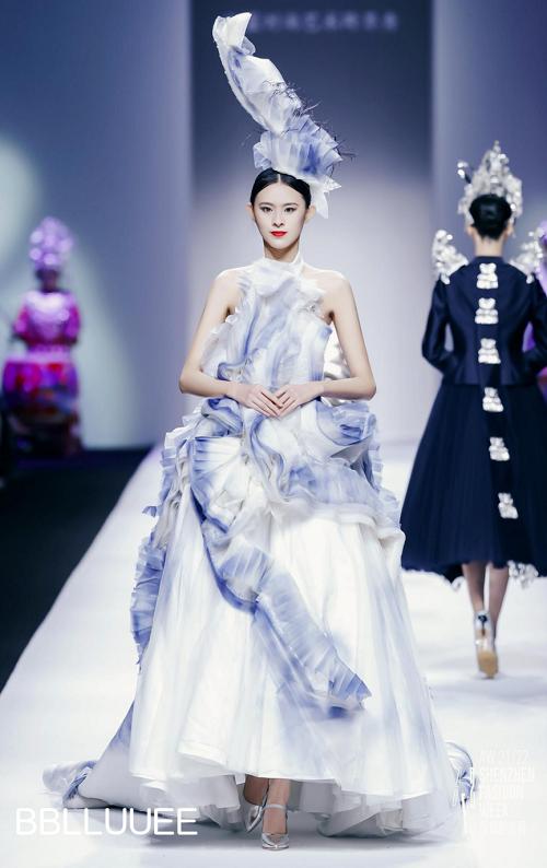 BBLLUUEE东方美,凝聚万千诗艺 BBLLUUEE粉蓝时尚艺术跨界秀,传递东方美学(图17)