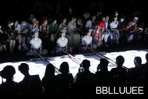 苗岭寻迹——BBLLUUEE粉蓝时尚艺术跨界秀震撼上演(图14)
