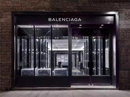 Balenciaga叫好不叫座 Demna Gvasalia打破传统定义