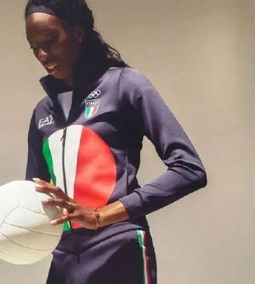 丑出天际但迎来流量 阿玛尼设计意大利奥运团服遭吐槽