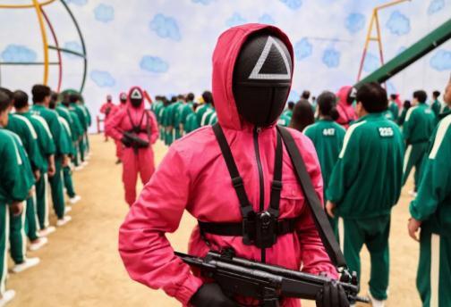 《鱿鱼游戏》成全球爆款在哪看 剧中标志性运动服装销量暴增