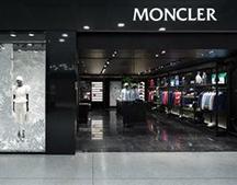 Moncler与高级宠物服装品牌Poldo Dog Couture再度携手