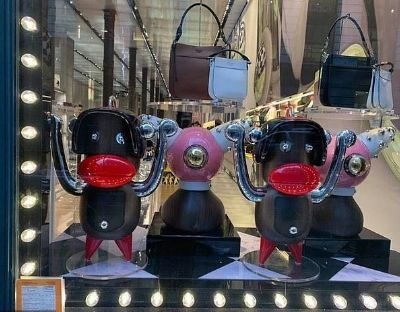 Prada黑脸红嘴猴玩偶被指涉种族歧视