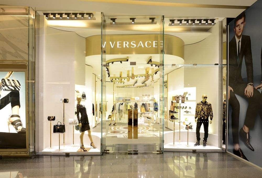 又一个品牌离开第五大道 这也许是Versace一次全新出发