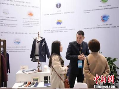 中国校服产业研究中心在沪成立