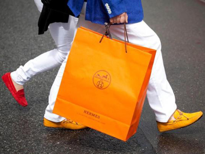 爱马仕手袋在中国卖得好,鞋和金手链也颇受欢迎