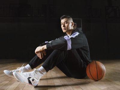匡威签阿不都沙拉木成中国篮球首位代言人