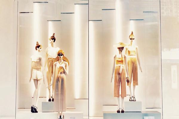 """2018女装上市企业表现如何?来看这9家公司""""起舞""""的数据"""